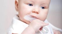 Силиконовая жевательная зубная щетка CS Medica KIDS CS-501